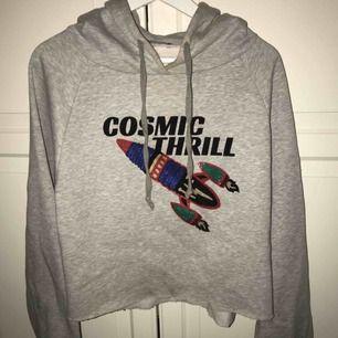 Kortare hoodie från Zara i storlek S - 50kr