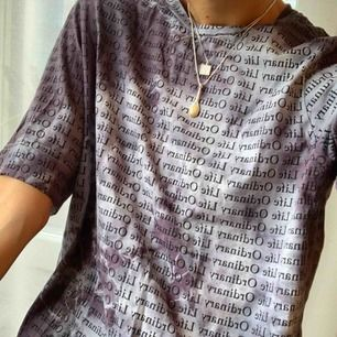 Tie dye / Batik t-shirt, färgad av mig, men på en qWeekday t-shirt. Lite oversized i passform och aldrig använd. Storlek S (34/36) Går att hämtas på Söder, annars kostar frakt på 30 kr.
