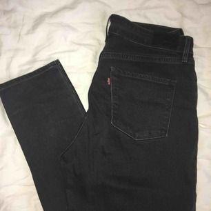 Levis high rise skinny jeans, storlek 29. Ej slitna, knappt använda  Pris går att förhandla!