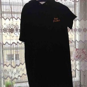 Super skön Rebel (fan girl) hoodie klänning köpt för 200kr