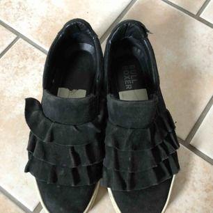 Sneakers från KC cobler, väl använda men kvar att ge!!