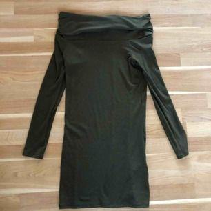 Ny! Höstklänning i militärgrön färg