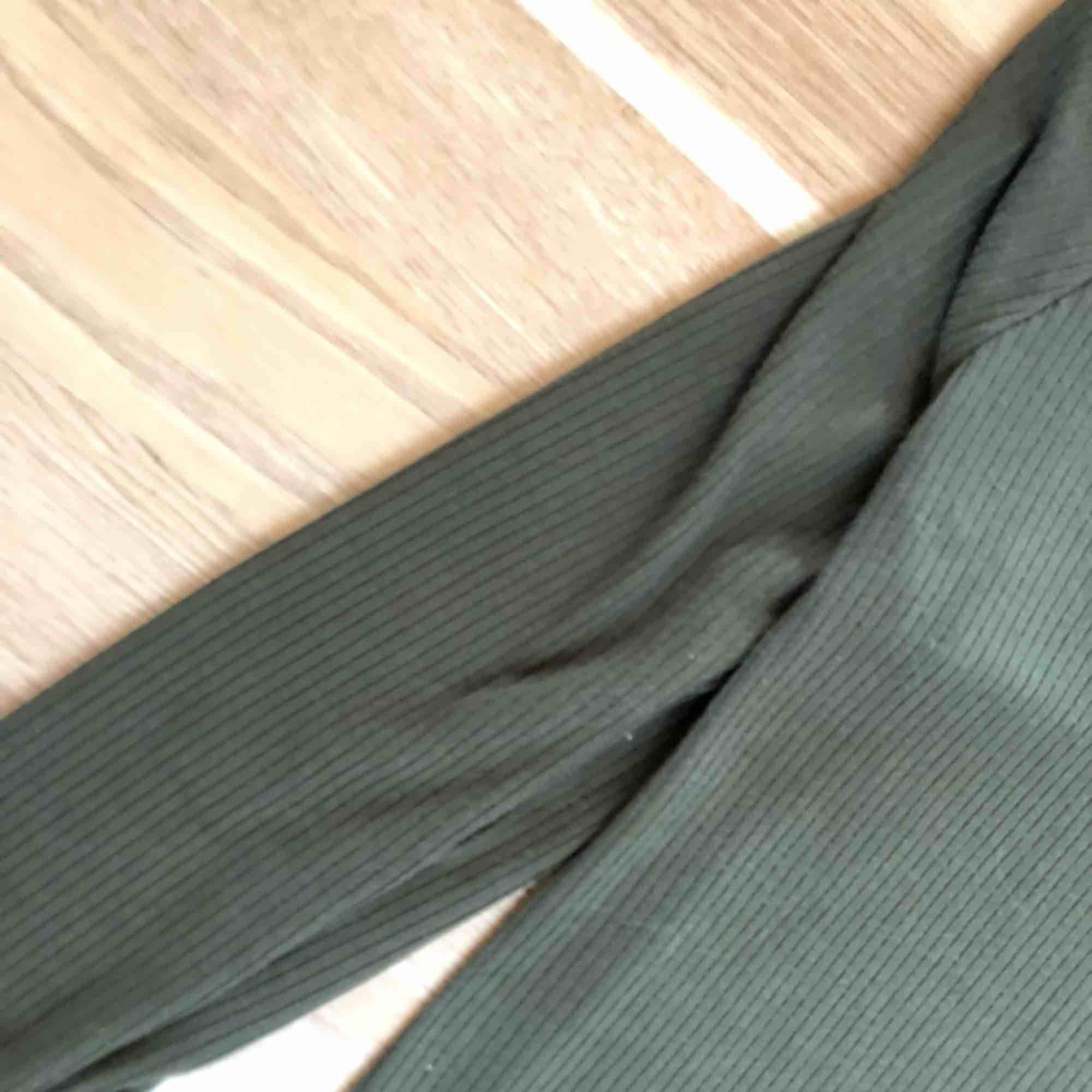 Ny! Höstklänning i militärgrön färg . Klänningar.
