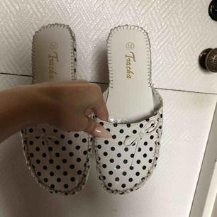Riktiga 2000-tals skor! Kanalisera din inre Paris Hilton ;)