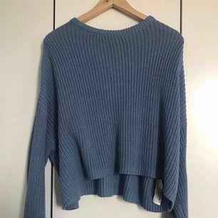 finstickad tröja från Bershka - strl s - oversize modell med längre armar och kortare vid magen (slutar under naveln) - fint skick!