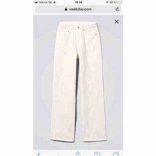 Vita row jeans från weekday, säljer eftersom de är för små