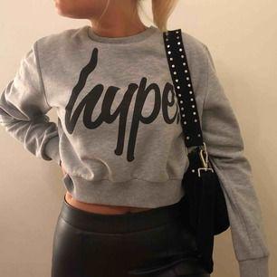 Hype-sweatshirt, använd 2 gånger, i jättebra skick. Köpte den för 529kr.  Frakt tillkommer. 🥰