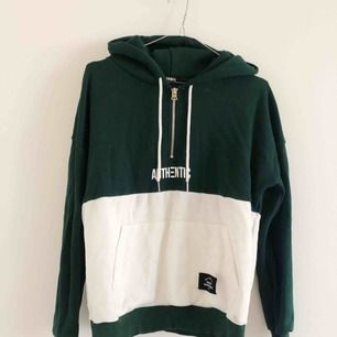 Grön hoodie 💚 liten i storleken