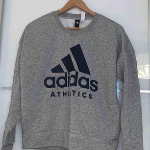 Adidas tröja nästan aldrig använd 💛