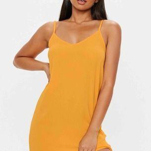 Cami shift strap dress från missguided 💕