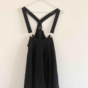 Kjol med hängslen från H&M 💕