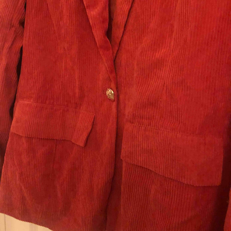 Boohoo helt ny röd kavaj. Kostymer.