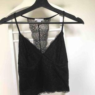 Snyggt linne/topp ifrån amisu. Använt max 3 gånger. Toppskick. Har garderobrensning så kan erbjuda paketpriser!