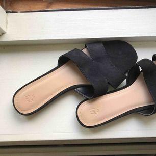 Platta skor ifrån hm. Använda en gång. Har garderobrensning så kan erbjuda paketpriser!