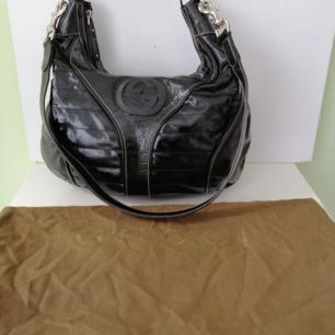 Gucci Snow Glam bag, excellent condition, dust bag, authentic, size 39x22x14cm, write me for more info&pics