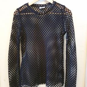 Världens coolaste fishnet-tröja i strlk S. Svart, långärmad,