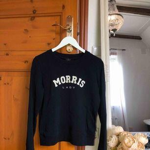 Jätte skön sweatshirt från Morris. Säljer pga att jag bara använt den typ två gånger. Nypris 1000 kr. Det är en S men hade lätt kunnat passa M med. Köpare står för frakt❤️