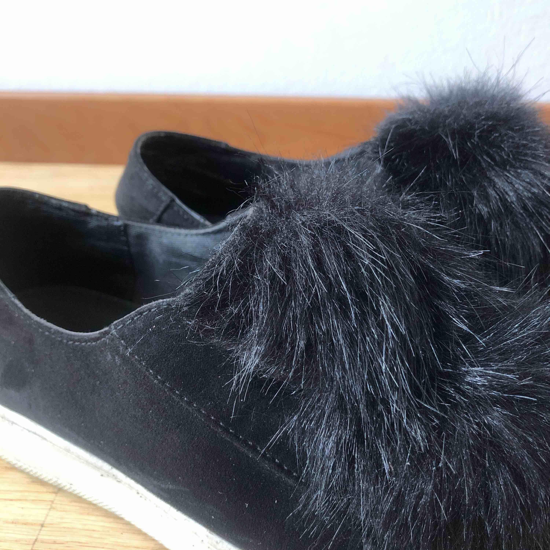 Sneakers utan snörning från steve madden! Strl. 40 och priset är inklusive frakt. Skor.