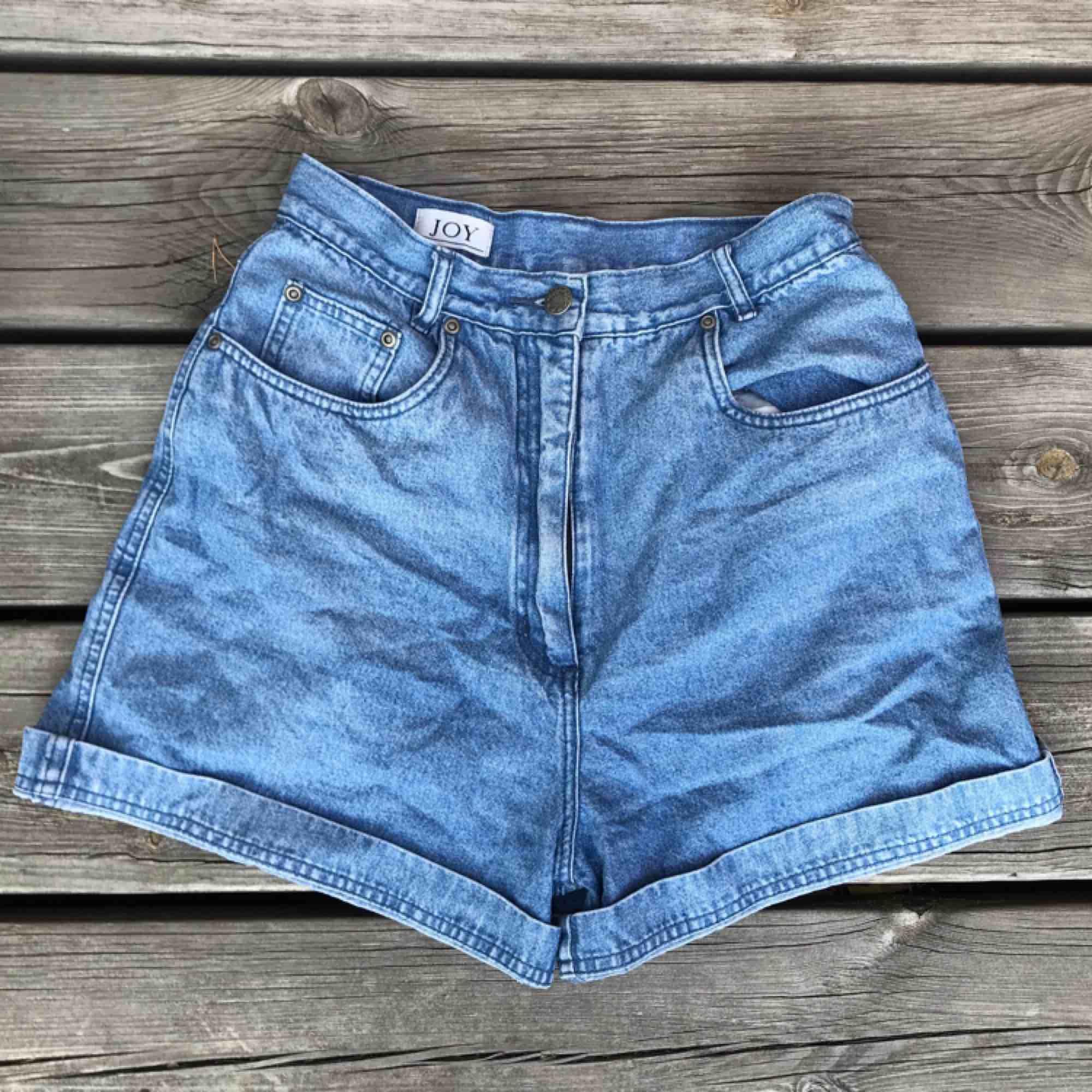 As snygga jeans-shorts, tyvärr för små för mig :( (inte jag på bilden). Shorts.