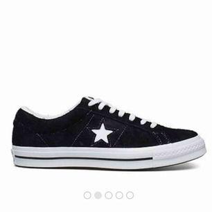 söker svarta converse one star i stl. 38/39 kontakta jättegärna om ni kan tänka er att sälja<33(helst utan platåsula)