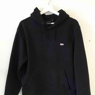 Intressekoll på denna hov1 hoodie merch. Den är köpt för 600kr på deras hemsida!