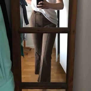 Fina byxor från zara, tyvärr för små för mig;( fraktkostnad ingår ej i priset💛kan ev mötas upp i sthlm