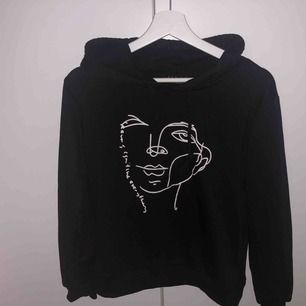 Tunnare hoodie från SHEIN Helt oanvänd  Köparen står för frakt