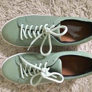 elpique base shoe från Royal Republiq i ljus-mintgrön/pastell. Köpta för 1500, använda 1 gång
