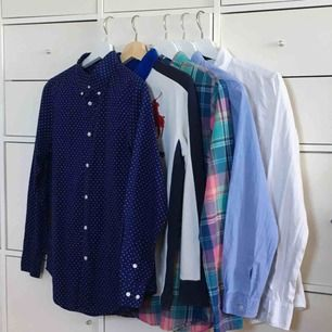 Fräscha märkes-kläder bestående av 4 skjortor & 1 sweatshirt.   1 RALPH LAUREN SKJORTA  1 RALPH LAUREN SWEATSHIRT   1 GANT SKJORTA  1 GANT SKJORTA  1 TOMMY HILFIGER SKJORTA    1200kr för alla eller 260kr/st