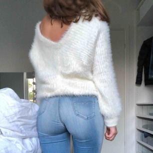 En super fin tröja köpt på bikbok, oanvänd i storlek XS!!❤️