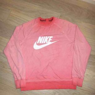 Nike Pink Sweatshirt                                                                          Skick: 8/10          Nypris: 799kr