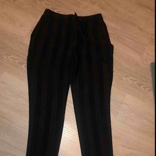 Striped black pants från boohoo helt nya oanvända