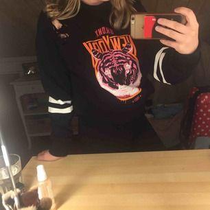 cool sweatshirt 💦