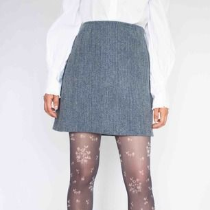 Vintage ca 90s (or earlier) high waist tweed wool mini skirt in blue Barely visible signs of wear if any Feels like pure wool SIZE Label missing, fits best S Model: 165/XS (big on her, skirt is tightened) Measurements (flat): length: 42 waist: 36 hips: 48