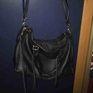 Rebecca minkoff väska