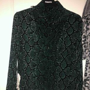Zara skjorta mönstrad leopard grön