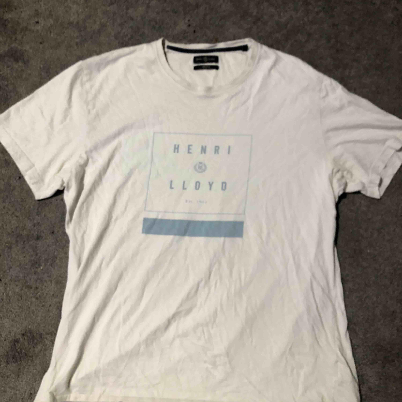 Henri Loyd T-shirt  Bra skick Nypris 299kr Köparen står för frakt Möts upp i Knivsta/Uppsala . T-shirts.