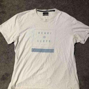 Henri Loyd T-shirt  Bra skick Nypris 299kr Köparen står för frakt Möts upp i Knivsta/Uppsala