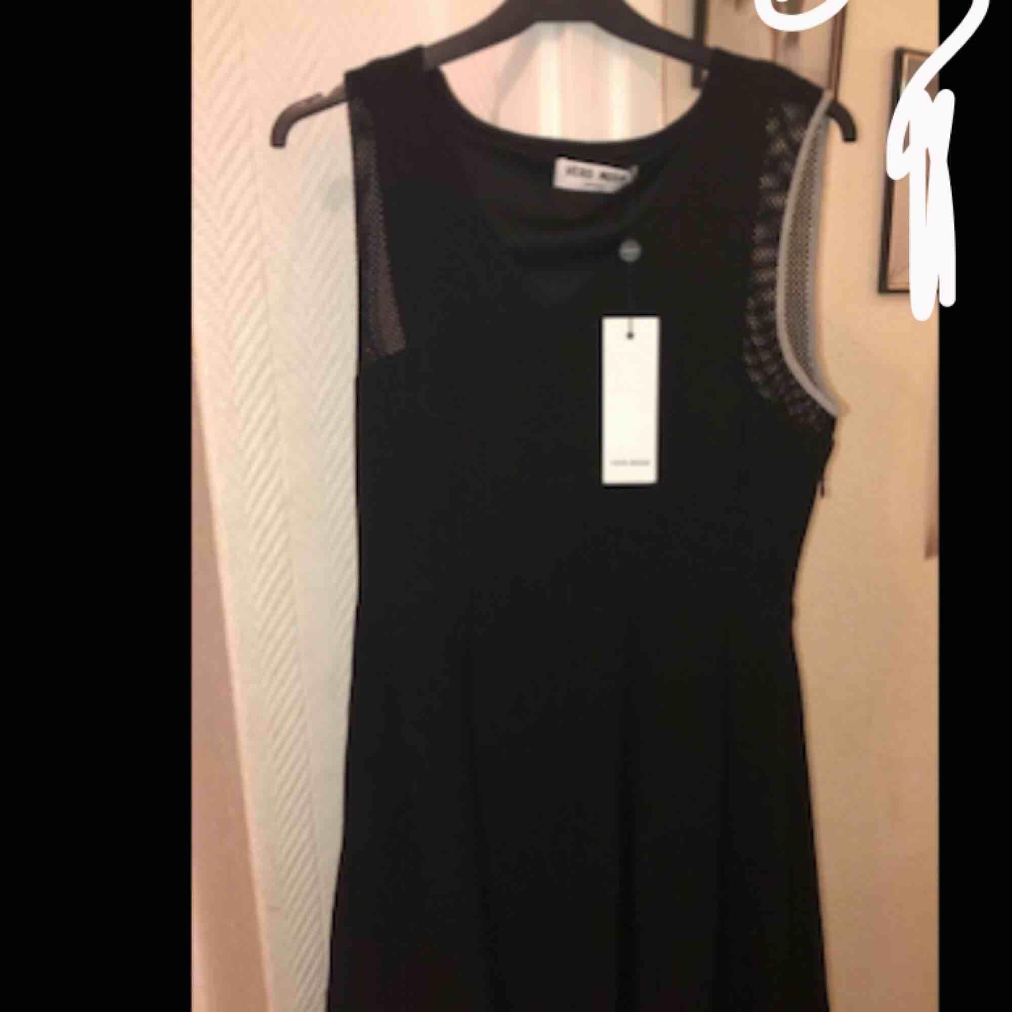 Säljer en helt ny klänning som aldrig är använd (endast testad) Ny pris 400kr säljer för 150kr (det är en kort klänning). Klänningar.