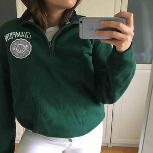 Grön champion-tröja, Herr-L men rätt liten i storlek så funkar för mig som vanligtvis är en Dam-M