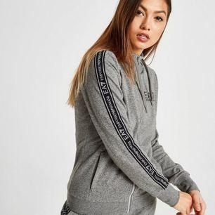 Ny armani ea7 hoodie köpt för 1200 på mall i Stockholm