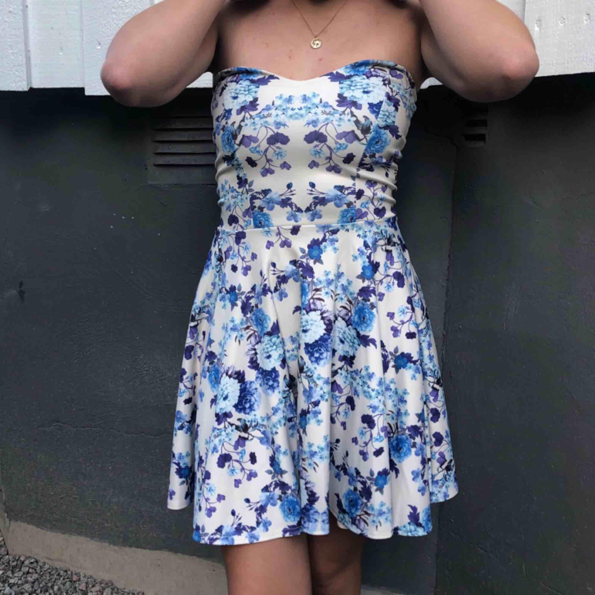 Supersöt sommarklänning från Boohoo eller för om man ska va lite mer uppklädd 💕. Klänningar.