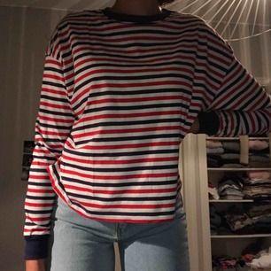Säljer denna super balla tröja från h&m i st S. Använd vid 1 tillfälle💕🖤name your own price!!
