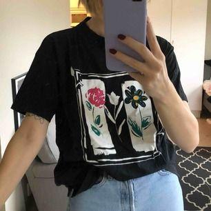 Fin vintage T-shirt, passar nog allt mellan S-L beroende på hur man vill att den ska sitta. Jag är en normal S :)