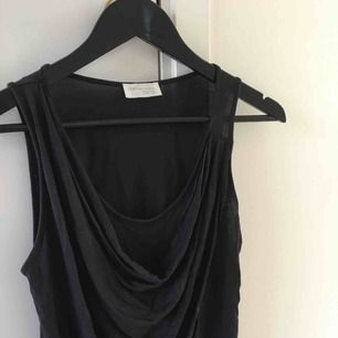 Ärmlös mörkgrå draperad topp från Zara i storlek S. 😊  Jag tar swish.