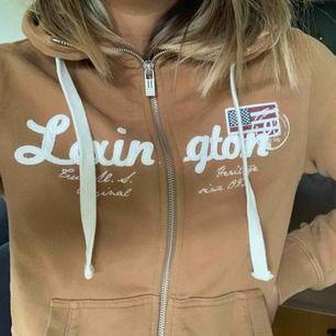 lexington hoodie med dragkedja. Nästan helt oanvänd :)