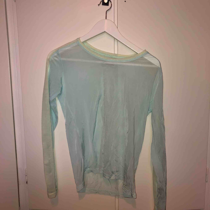 En jätte cool tröja som är från weekday i storlek S, jag säljer den för att jag aldrig använder den. Nu är den lite skrynklig men om man stryker den så blir den väldigt fin. Köparen står för frakten🥰🥰. Tröjor & Koftor.