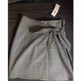 Kjol från Gina Tricot , aldrig använd.  Storlek XS