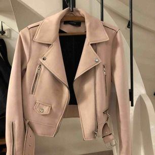Fin rosa jacka från Zara. Endast använd 3 gånger  200 kr storlek S