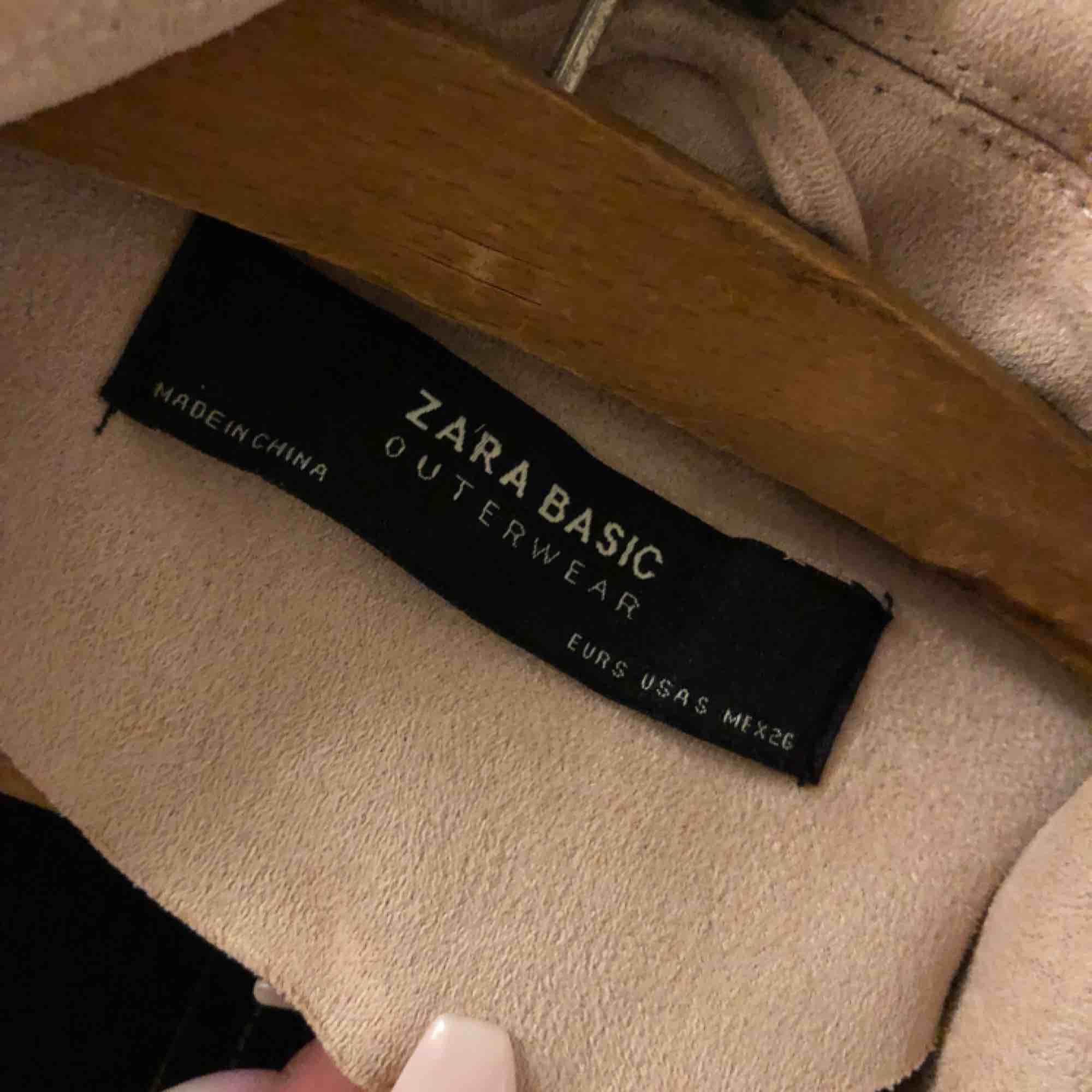 Fin rosa jacka från Zara. Endast använd 3 gånger  200 kr storlek S. Jackor.